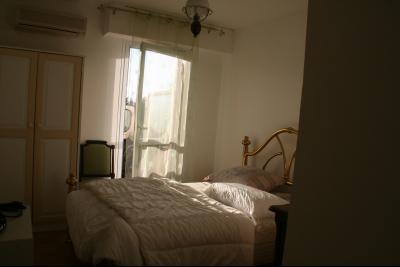 Vue: Chambre 2, 4 PIECES AU CALME AVEC BELLE TERRASSE DANS RESIDENCE ARBOREE