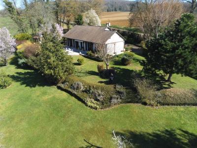 Belle Maison avec un beau terrain clos et arboré