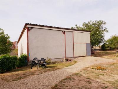 Pavillon sur sous sol avec hangar sur 2000 m² de terrain