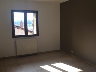 Cuiseaux - Au centre du village - A louer appartement Type 3 - 90 m²