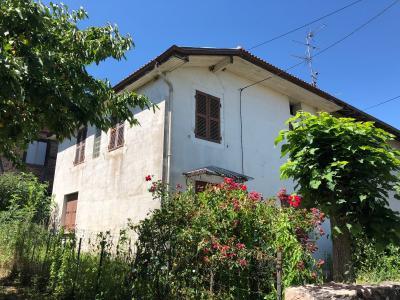 Marboz au centre du village - A vendre maison individuelle avec cour