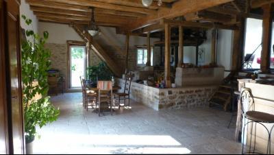Maison en pierres - 27 000 m² de terrain - Boxes pour chevaux