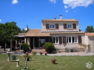 A vendre, villa T7 sur 4934 m�, double garage,ST JULIEN, Var 83.