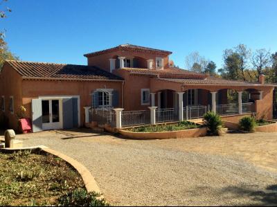 A vendre villa traditionnelle T 5 + T 1 au calme quartier r�sidentiel Saint Maximin 83 VAR