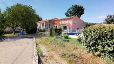 villa T8 avec chambres d hottes, piscine sur 3600 m�, garage,RIANS, Var 83.