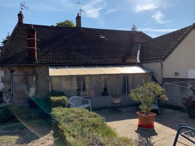 A Vendre maison type 5+2 garages sur 766m2 de terrain Gien 45 Loiret