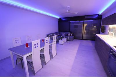 Bandol, Appartement 6 couchages meubl�, avec terrasse, cave, Vue Mer, plage priv�e, A vendre, Var 83