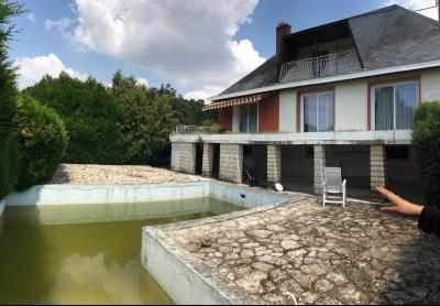 A Vendre maison T8 sur sous-sol avec piscine de 170m� sur un terrain de 1826m� Gien 45 Loiret