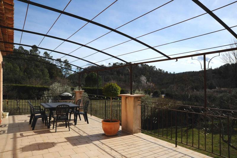 Vente EN EXCLUSIVITE ! Varages, villa T5 vue dégagée sur 2500 m², garage, , Var 83.