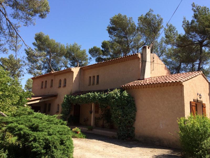 Vente  Belle et spacieuse villa traditionnelle Saint Maximin 83 Var