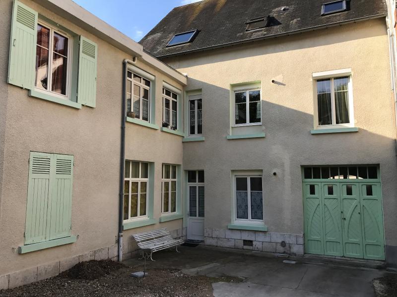 Vente  maison bourgeoise type 10 + T3 de 68m²sur 2100 m² de terrain Montargis 45 Loiret