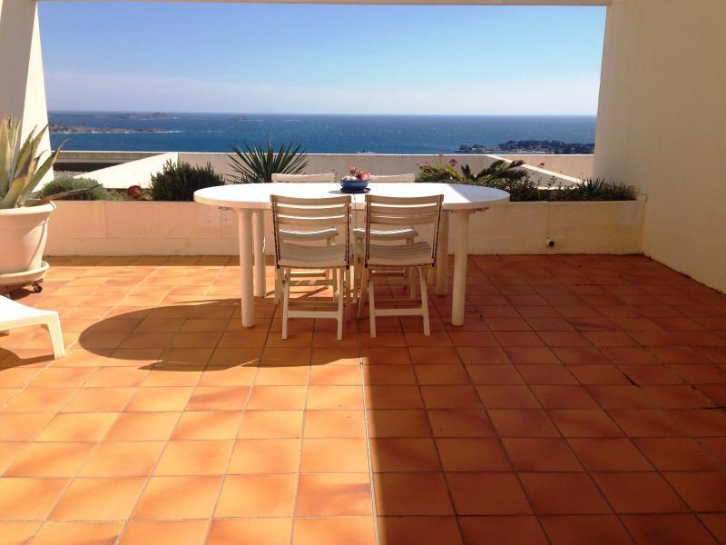 Vente  Bandol, Appartement Loft T2 de 42 m², vue mer panoramique, piscine, , Var 83.