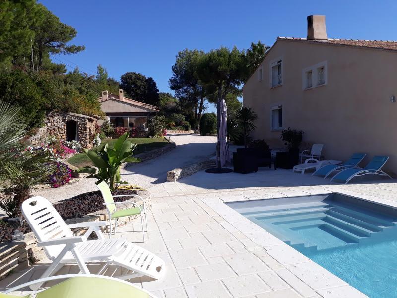 Vente La Cadière-d'azur, villa de 400 m² T7 + T2+T3 , piscine, cadre magnifique  sur 5400 m² , Var