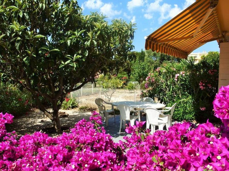 Vente Bandol, Beau T3 rénové de 73 m2, jardin 55 m2, plein sud, proche commodités, , Var 83