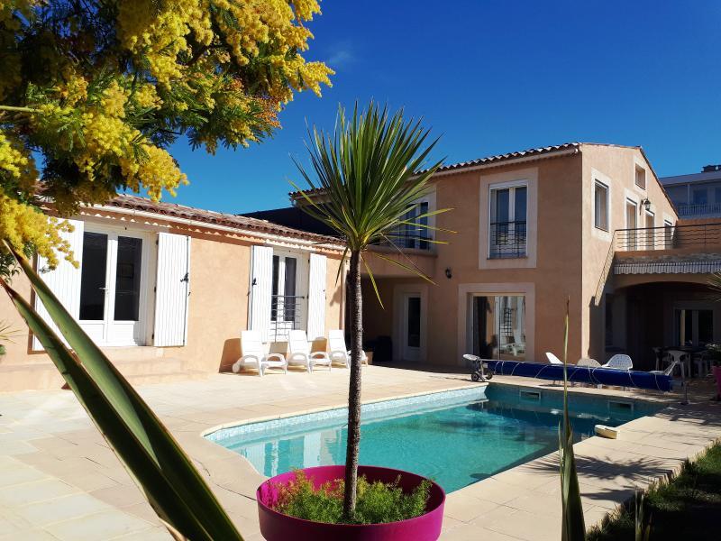 Vente Bandol, villa de 265m² sur 710m² de terrain, piscine, T1 indépendant, solarium, , Var 83.