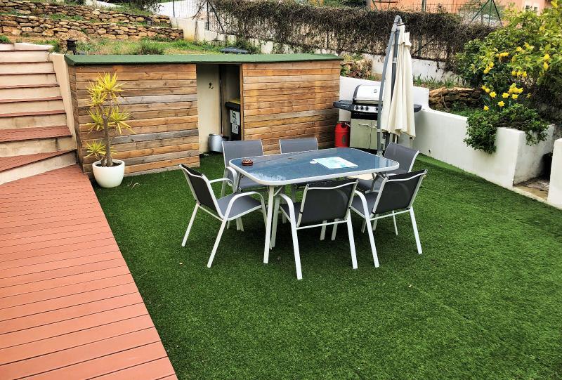 Vente La Seyne limite Six Fours, Joli villa T3 de 85 m2, terrain 500 m2, rénovée, calme, , Var 83