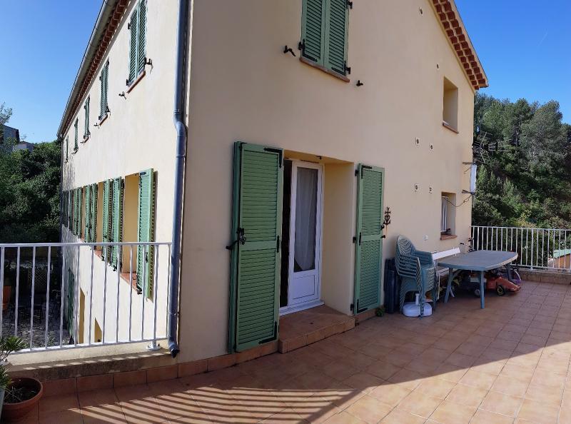 Vente St Mandrier, Appartement T4 de 74 m², stationnements privatifs, terrasse, , Var 83