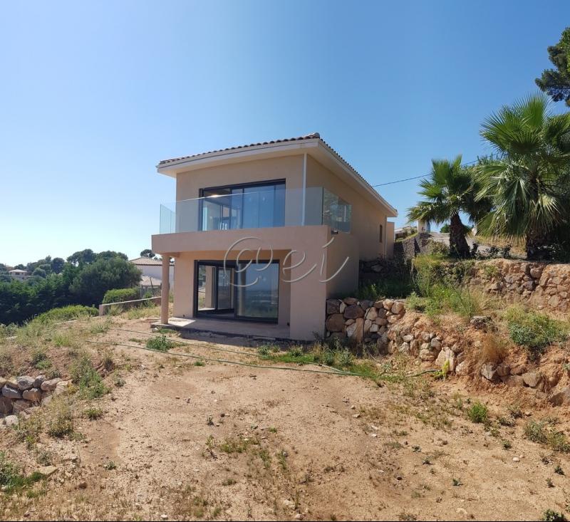 Vente Ollioules, Villa T7 de 180 m², sur 1100 m² de terrain piscinable, , Var 83