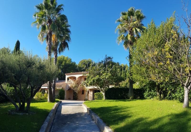 Vente SANARY, Villa T7 204 m², terrain 1280 m², parc paysagé, piscine, véranda, cheminée,, var 83