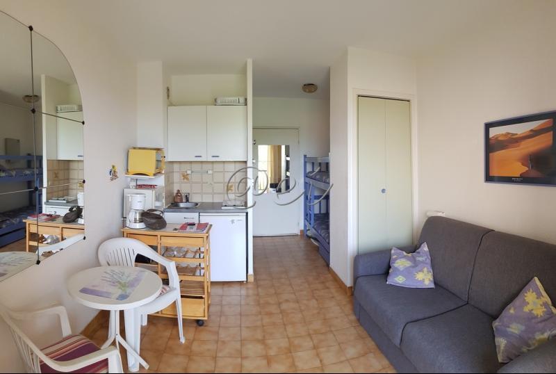 Vente SANARY, T1, 19m² étage 1, accès plain pied, terrasse, calme, plage 800m, parking, , var 83