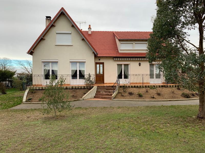 Vente  propriété T 8 avec sous-sol total sur un terrain de 2100 m² Gien Loiret