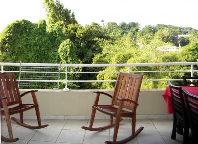 FORT DE FRANCE : Redoute : T4 en étage avec belle terrasse