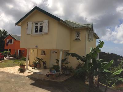 Jolie villa originale avec une très belle vue mer, dont le coucher de soleil sur la baie du Diamant Agence Accord Immobilier, Martinique