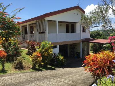 Sainte-Marie (97230), Belle villa composée de deux F3 avec une vue mer et un beau jardin arboré Agence Accord Immobilier, Martinique