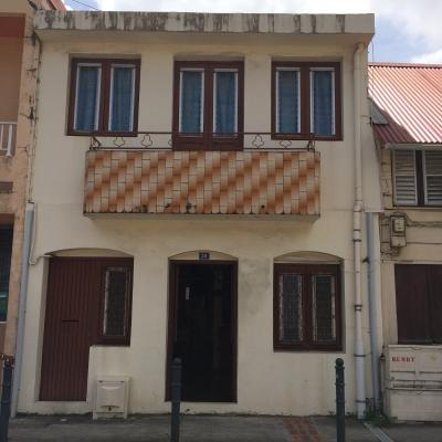 Maison de Bourg F4 sur deux niveaux avec jardin proche de toutes commodités Agence Accord Immobilier, Martinique