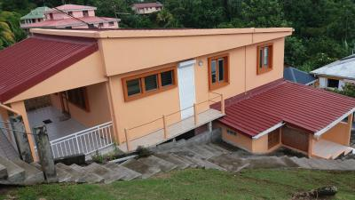 Le Gros-Morne (97213), Maison F4+F3 rénovée, offrant un rendement locatif Agence Accord Immobilier, Martinique