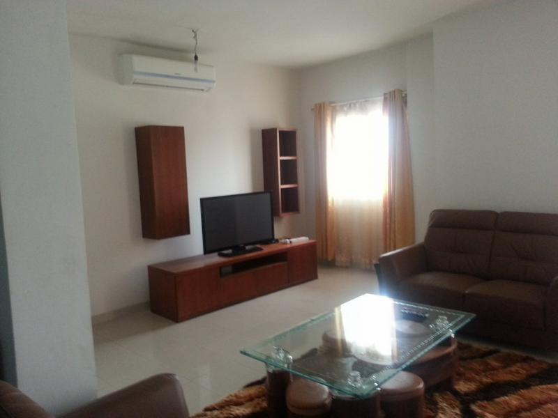 Appartement de 3 chambres full équipé à louer à la Gombe
