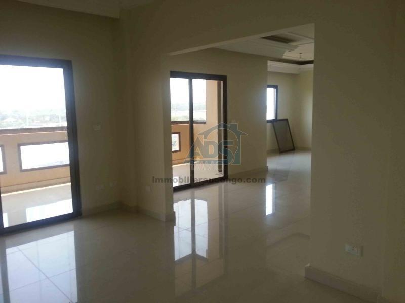 Appartement de 3 chambres et 3 salles de bain à louer à la Gombe