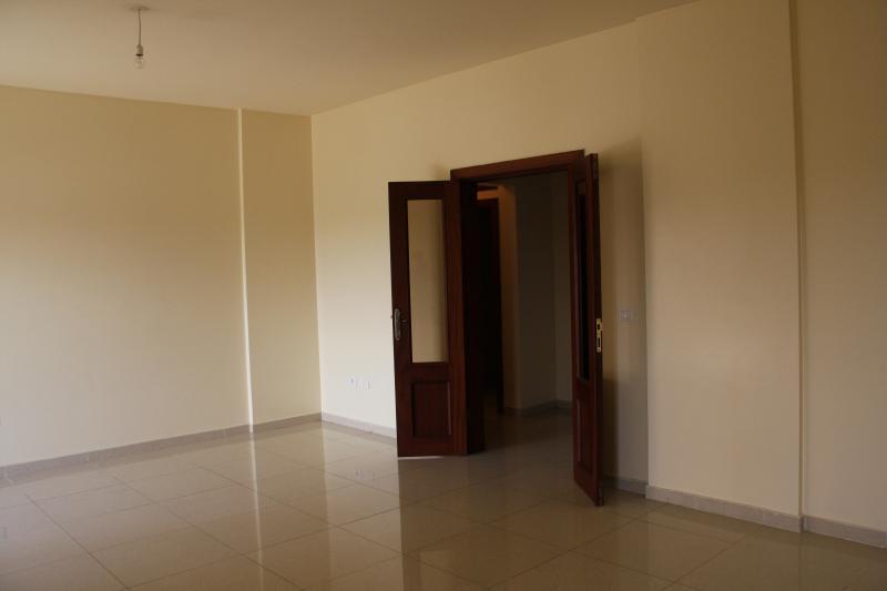 Appartement non meublé de 3 chambres à louer à la Gombe
