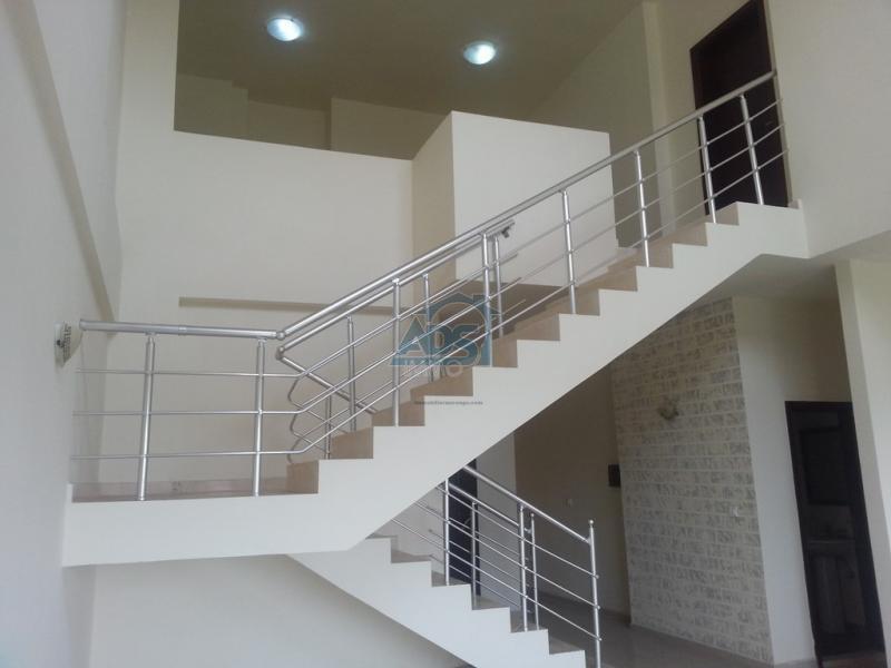 Magnifique duplex de 4 chambres en location à la Gombe