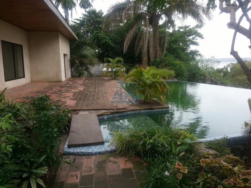 Très belle villa de 3 chambres à louer à Kintambo