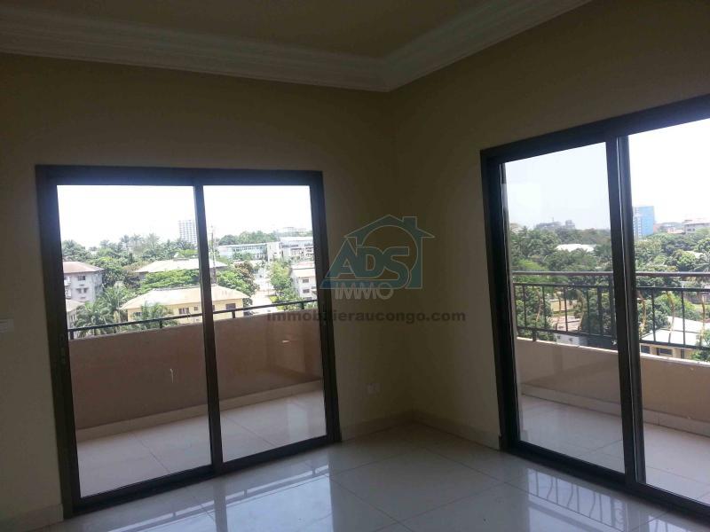 Appartement de 3 chambres à louer dans une résidence de la Gombe