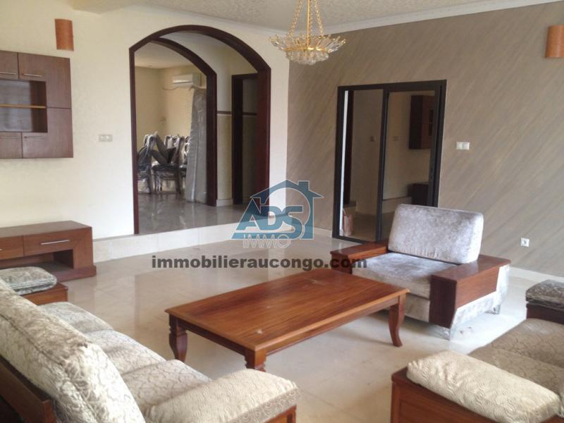 Jolie villa meublée de 6 chambres à louer à Météo  / Ngaliema