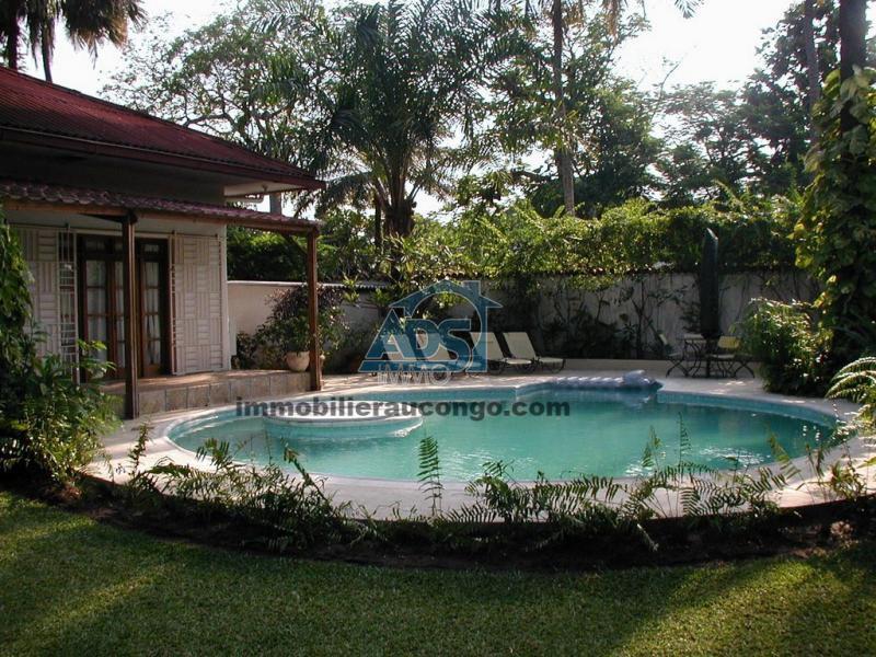 A la Gombe, belle villa de 3 chambres avec appartement indépendant