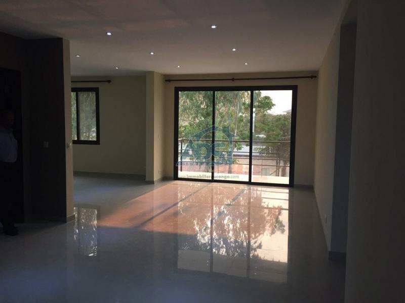 Appartement neuf de 3 chambres à louer à la Gombe