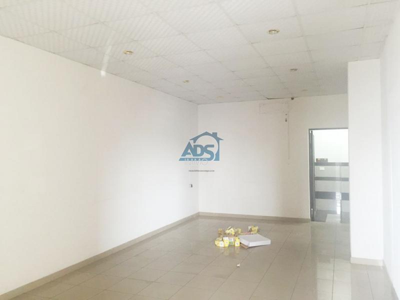 Bureaux de 87m² à louer à la Gombe