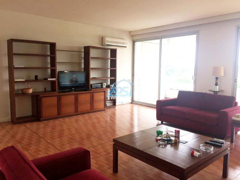 Penthouse de 4 chambres à louer à la Gombe