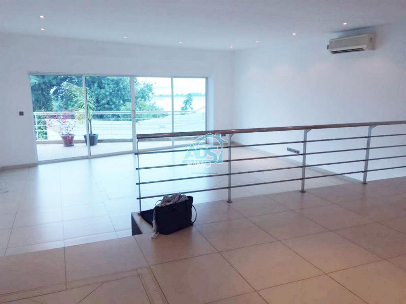 Bel appartement de 3 chambres à la Gombe