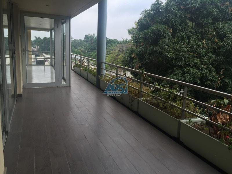 Gombe, bel appartement en duplex de 3 chambres
