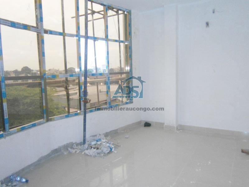 Bureau neuf en open space à la Gombe