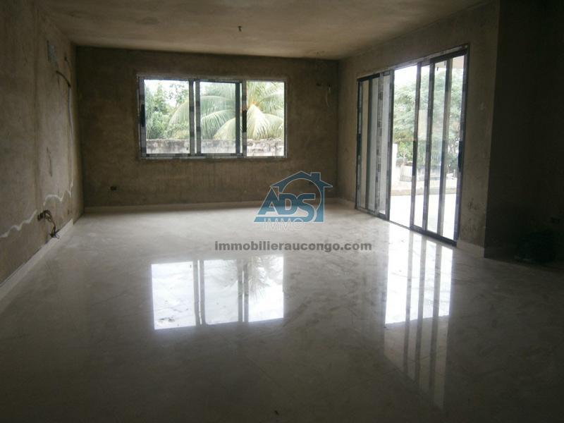 Bel appartement neuf de 3 chambres à la Gombe
