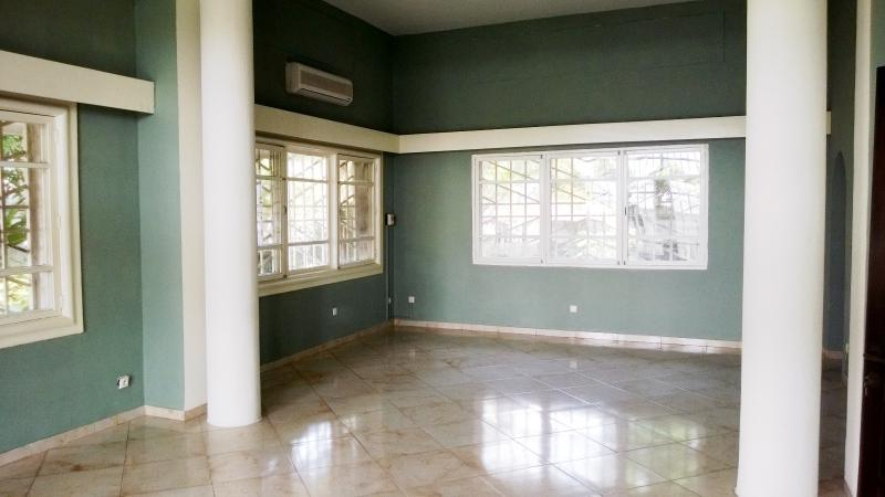 Appartement à louer à Gombe de 3 chambres et 2 salles de bain