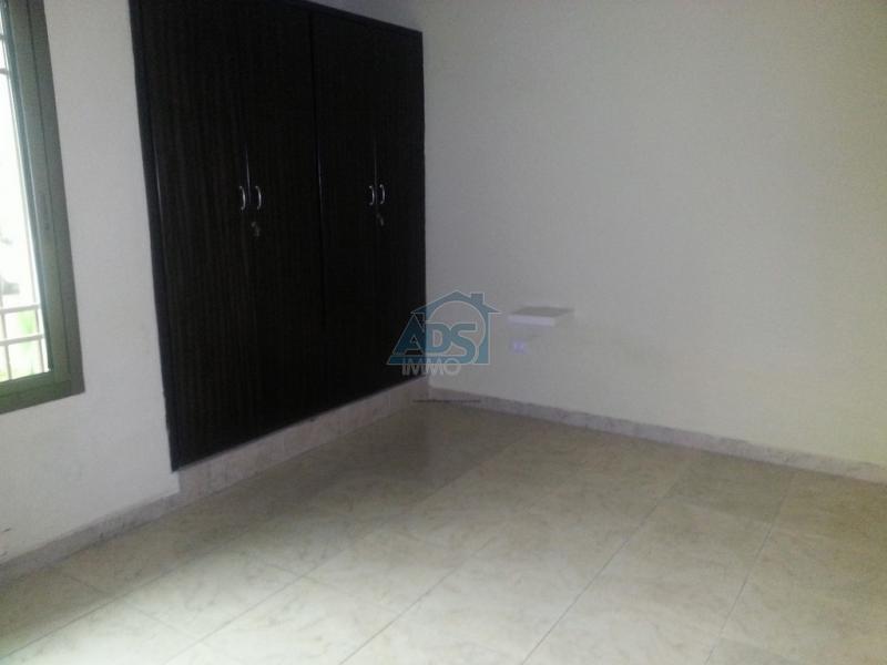 Appartement de 3 chambres à vendre à la Gombe