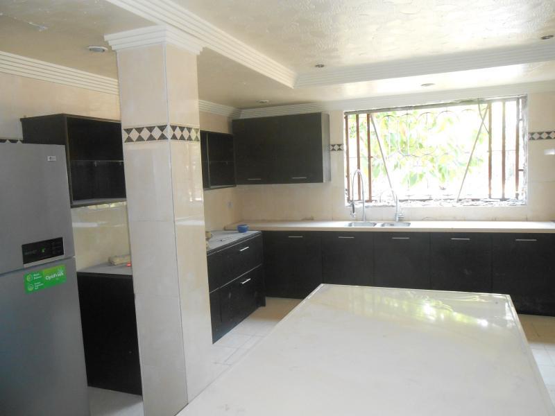 Gombe villa de standing de 4 chambres vendre la gombe for Achat maison kinshasa