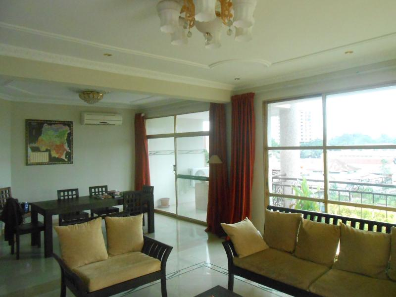 Appartement 3 chambres à louer à la Gombe