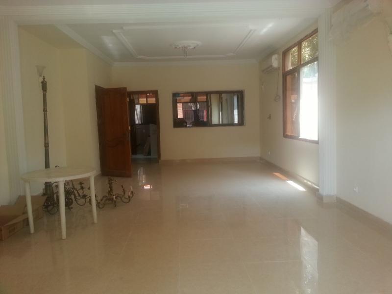 Villa de 5 chambres à vendre à la Gombe, proximité Blvd du 30 juin